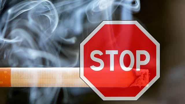 Zigarette mit Stop Schild