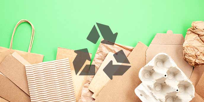 recycelte verpackungen mit recycling symbol
