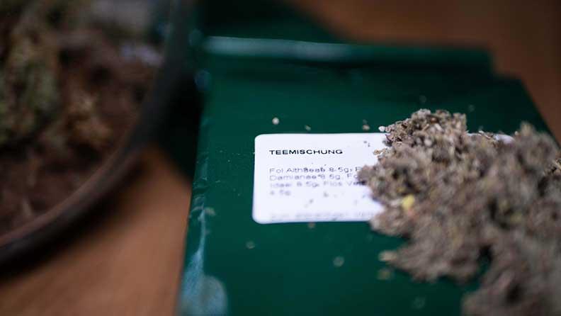 Teekräuter welche als gesunder Tabakersatz verwendet werden können