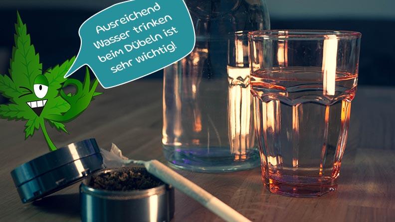 Tipp von Herbal Herbert: Ausreichend Wasser trinken beim cannabis rauchen