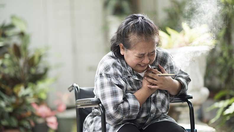Frau hat Herzrasen nach einem Joint